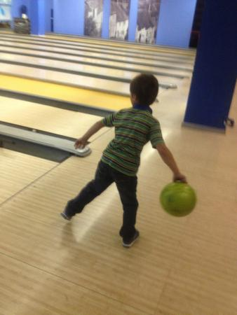 Restaurant Basket Bowling