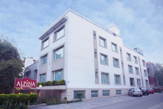 Alpina Hotels & Suites: Exterior