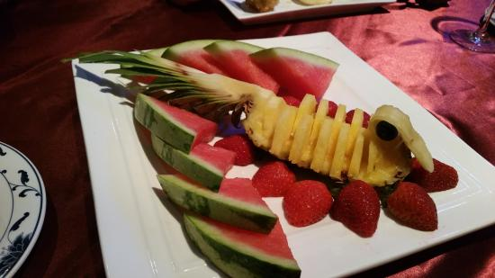 Cathay Garden: The fresh fruit selection, beautifully presented.