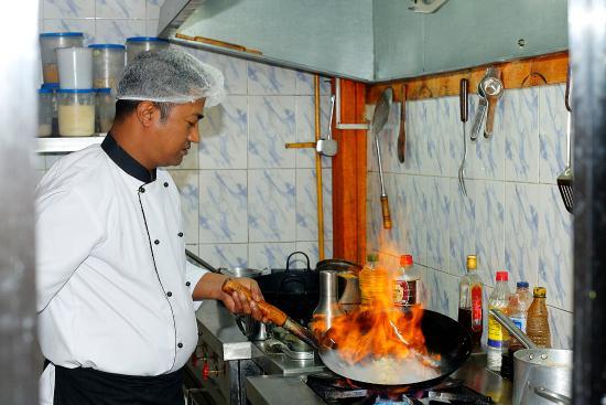 Shangri-la Boutique Hotel: Kitchen Crew
