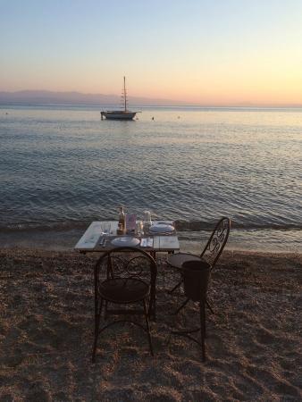 6 Keys - Seaside Lodge: πάνω στην άμμο φαγητό