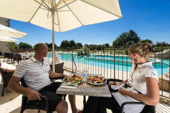 L'Orangerie de Llanniron: Bar et Snacking face à l'espace aquatique