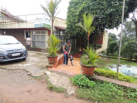 Caveri Residency: Entrance