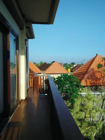 Lubdhaka Canggu Residence: Small balcony