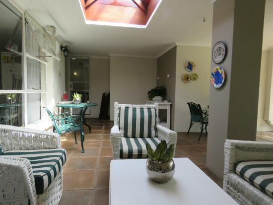 Rosebank Lodge Guest House: Sunny porch!