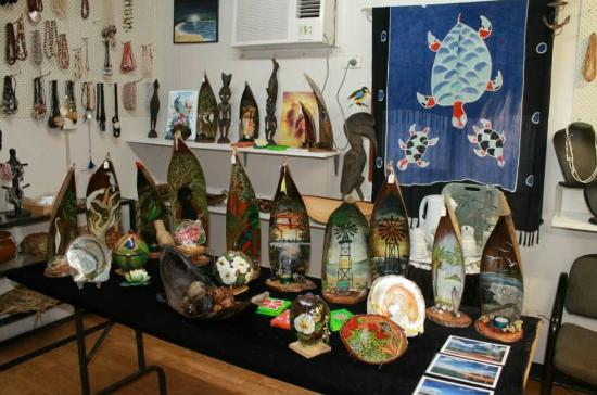 Seisia, Australia: Free Bird Arts and Craft