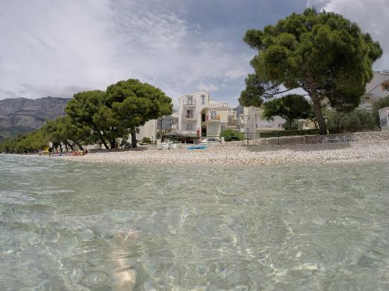 Villa Lucija : as close to water as you can get in Tučepi