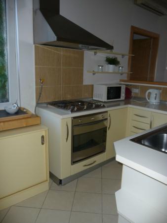 Cocina, moderna y muy completa. Con amplio espacio para ...