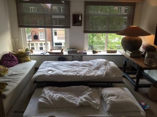 B&B 180 Graden: woonkamer met matrassen