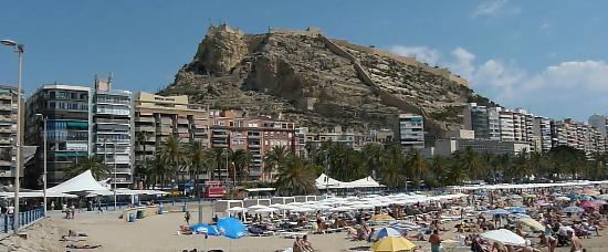 Alicante, Espagne : The Paseo Between the Castle & Beach