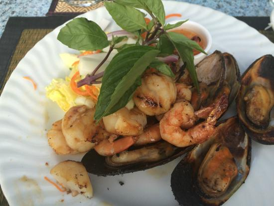 Courtside Thai Cuisine: Grilled scallops, shrimp, and mussels.