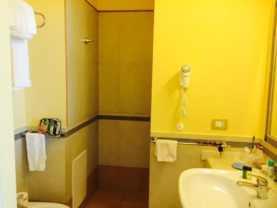 Badezimmer Grosszugig Und Sauber Picture Of Hotel La Rosa Dei