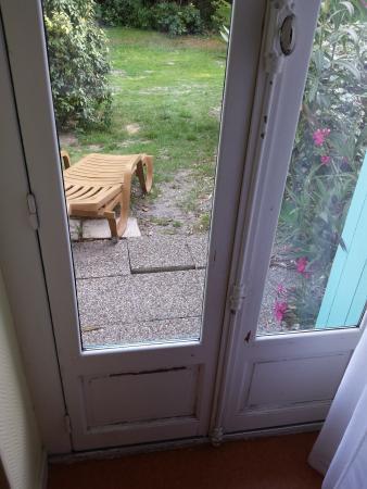 Porte Fenetre A La Peinture Ecaille   Accs Au Jardin  Photo