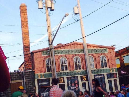 Center Street Smoke House: Great location!