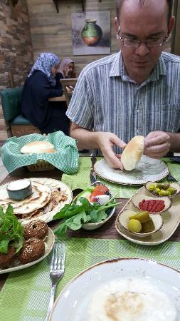 Zaitoun Akhdar Restaurant