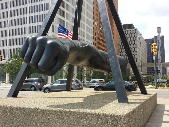 Detroit RiverFront: Detroit River Front