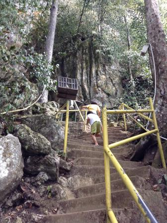 Kuantan District, Malaysia: Hiking up