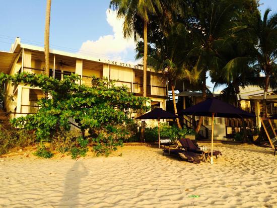 Lone Star Boutique Hotel: vista del hotel desde la playa