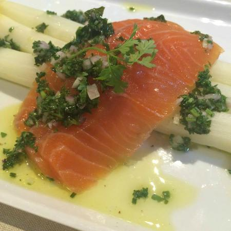Faculty Club : Brabant asparagus with lighly marinated salmon, herb vinaigrette and watercress