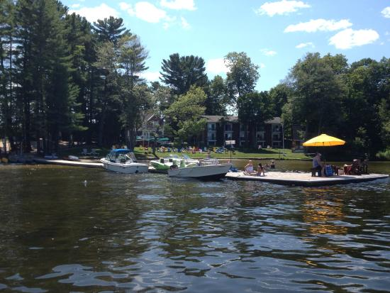 Port Carling, Canada : A view of Shamrock from our complimentary boat ride.