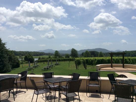 Afton Mountain Vineyards: Patio view