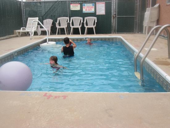 Franklin Terrace Motel: Pool Time Fun