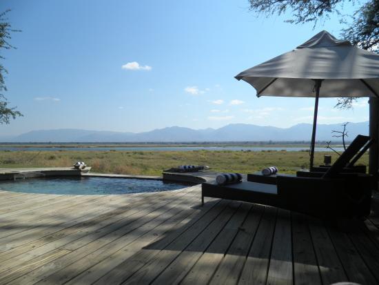 Wilderness Safaris Ruckomechi Camp: swimming pool