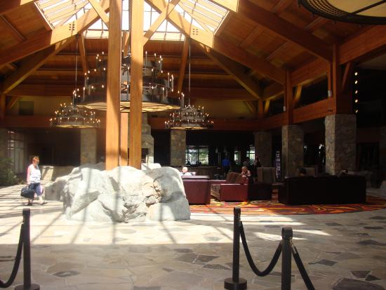 Casino Rama Resort: The grand entrance in the main lobby :)