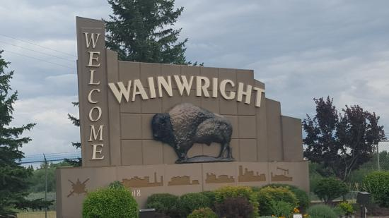 Ramada Wainwright : As you enter town...