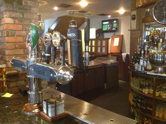 Kayne's Bar & Bistro: Bar/tv