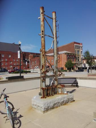 Quincy, IL: 911 Memorial Antenna base