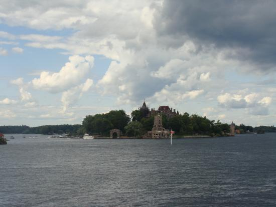 Gananoque, Canada: Here comes the castle!!!!!