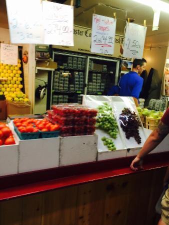 Springfield - Delaware County, PA: Lugar muito agradável, com uma variedade grande de legumes, frutas e verduras frescos! Adoramos
