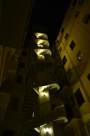 La Controra Hostel Rome: Hall del edificio del Hostel