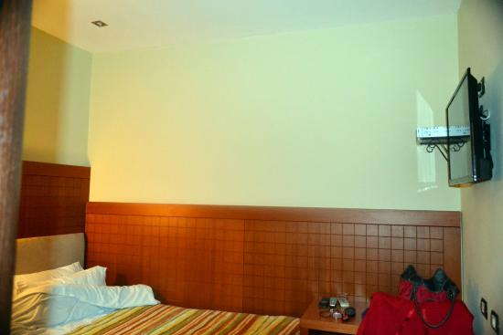 City Hotel Tirana: Single room from stay in November 2014