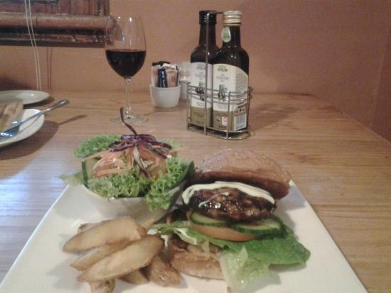 Beejuice Cafe: Bon appetit