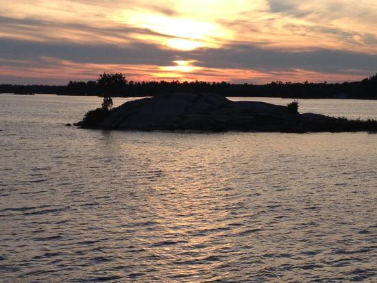 Fenelon Falls, Canada: Stoney Lake Sunset from the cruise