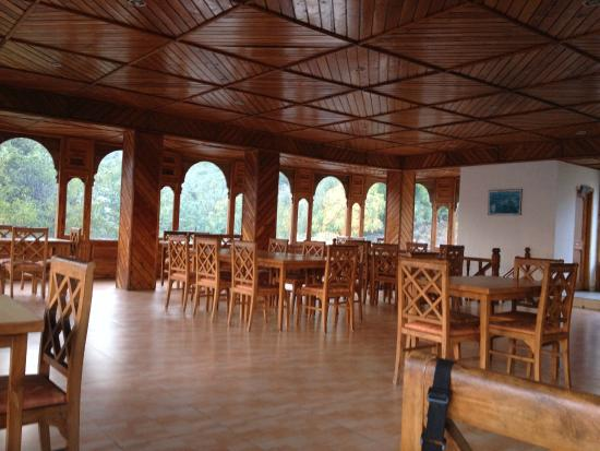 Hotel Kinner Kailash (HPTDC): Dining hall