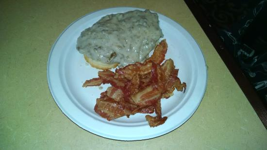 Quality Inn & Suites University : Hot Breakfast