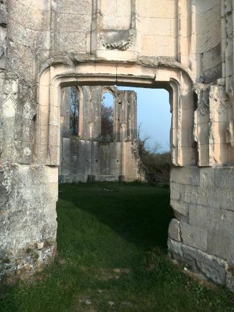 Avon-les-Roches, France : Porte