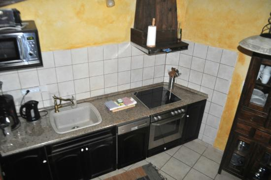 Samonas Traditional Villas : A very large, fully supplied kitchen.
