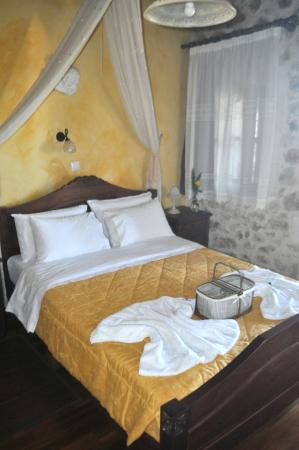 Samonas Traditional Villas : Very comfortable sleep.