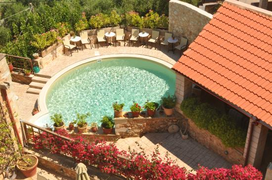 Samonas Traditional Villas : The pool as seen from our roof top terrace.