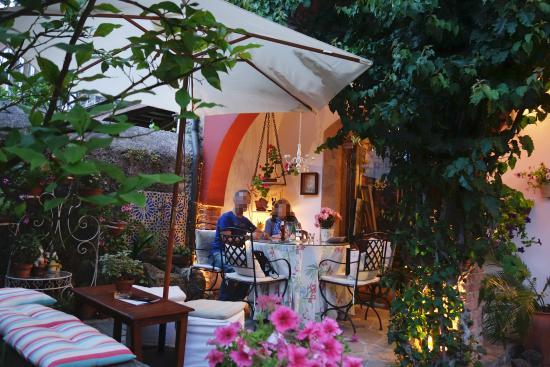 HOTEL MAR DEL SUEVE: Cena en el jardín
