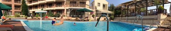 Enodia Hotel: the pool
