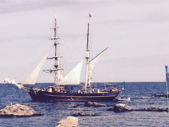 Therns Hotel: sailing ship from the Gudhjem harbour