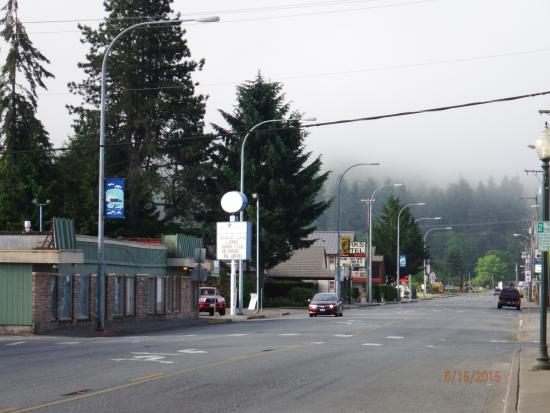 JT's Sweet Stuffs : streets almost deserted early in the orning on the main drag