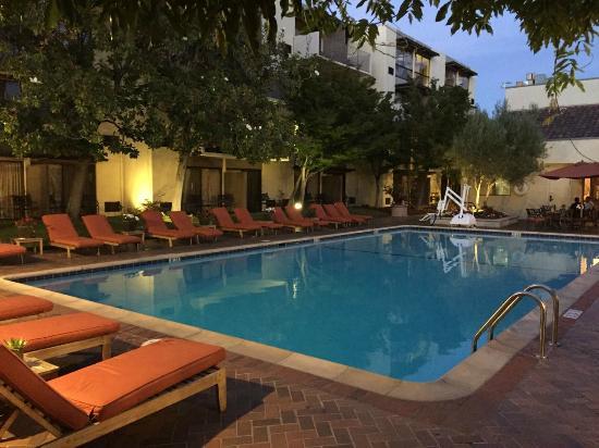 Sheraton Palo Alto Hotel: Pool area at dusk
