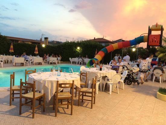 F te autour de la piscine picture of hotel maria pineto - Autour de la piscine ...