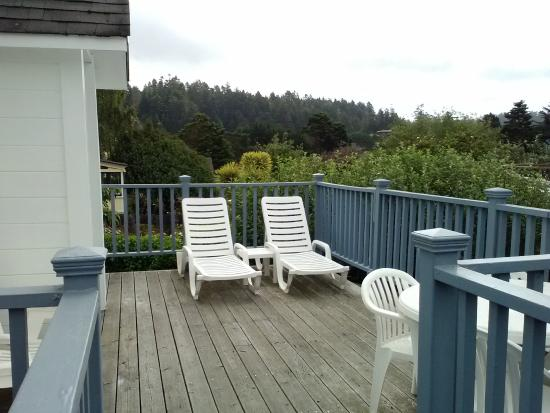 Nicholson House Inn: Outside deck area